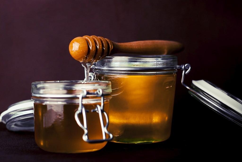 Cukura sīrups ar medus garšu un zeleja